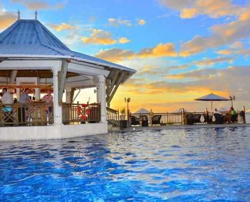 Pearle Beach Resort & Spa Bar