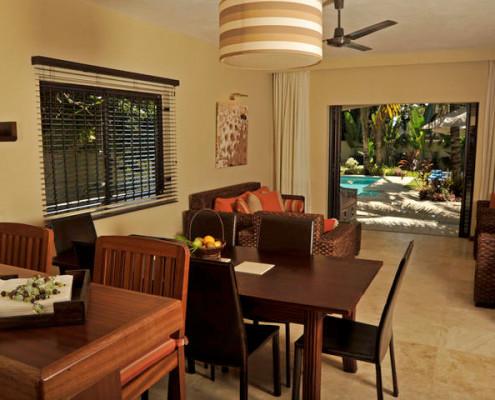 Villa Vakoa Dining Room